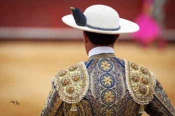 Detalle del vestir taurino. Castoreño